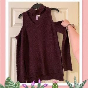 Sweaters - Cold shoulder sleeved sweater